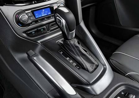 xcomo-dirigir-um-carro-com-cambio-automatico.jpg.pagespeed.ic.CoYsUeyoNn